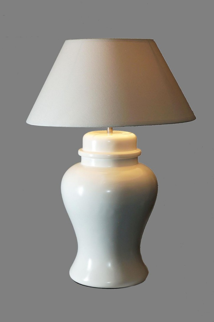 WHITE TABLE LAMP WITH A WHITE SHADE